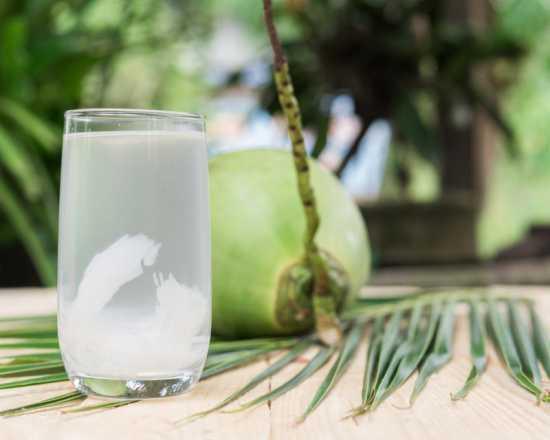 agua-de-coco-beneficios-salud