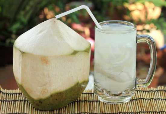 beneficios-agua-coco