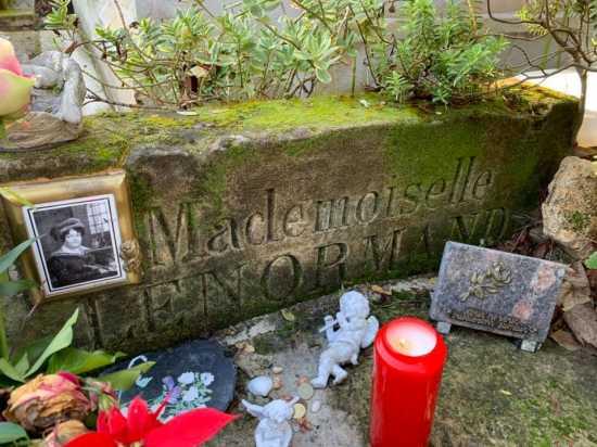 madame lenormand tumba