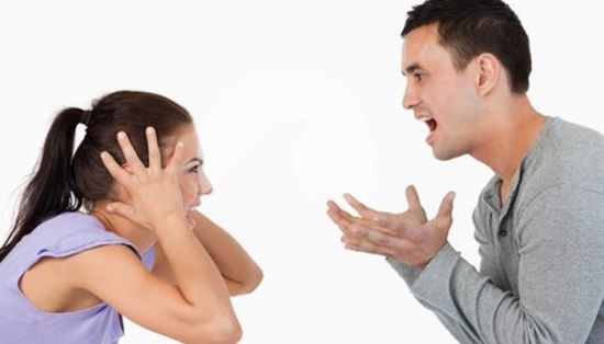 pareja-gritando