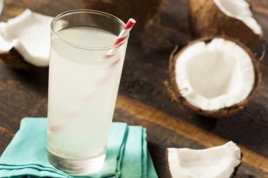 propiedades-saludables-agua-de-coco