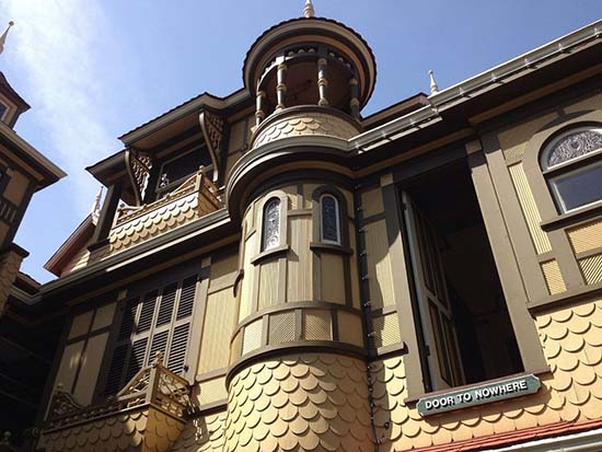 winchester-mystery-house-puerta
